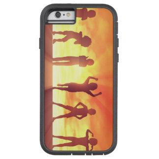 Capa Tough Xtreme Para iPhone 6 Grupo de miúdos que têm o divertimento como um