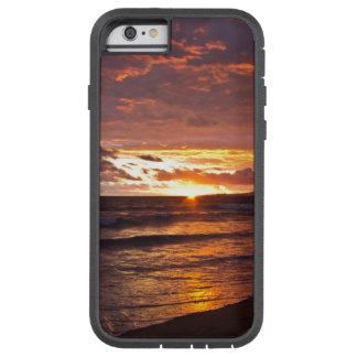 Capa Tough Xtreme Para iPhone 6 Por do sol alaranjado da praia após a tempestade