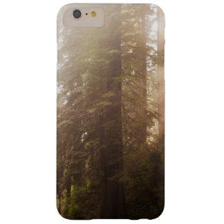 Capas iPhone 6 Plus Barely There Árvores da sequóia vermelha na névoa da manhã com