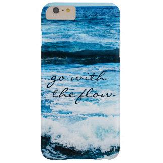 """Capas iPhone 6 Plus Barely There """"Vá com a foto azul das ondas de oceano de Havaí"""