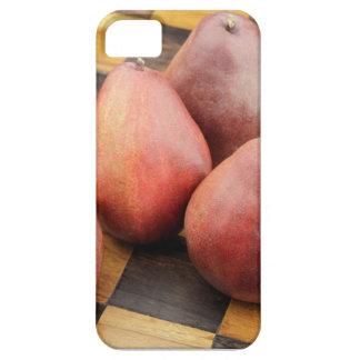 Capas Para iPhone 5 Cinco peras vermelhas em um tabuleiro de xadrez de