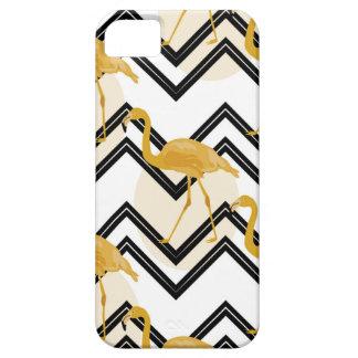 Capas Para iPhone 5 Hand drawn gold flamingo with chevron background