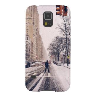 Capinha Galaxy S5 Um homem que cruza um Central Park nevado para o