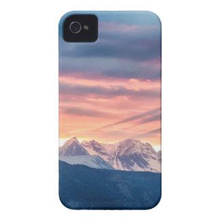 Capinha iPhone 4 Ondas do por do sol da montanha rochosa de
