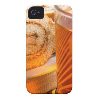 Capinhas iPhone 4 Bolo de esponja de Brown e copo do chá quente