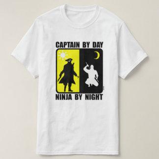 Capitão em o dia, ninja em a noite camiseta