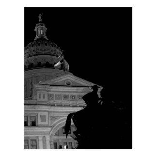 Capitólio do estado de Texas no cartão da noite