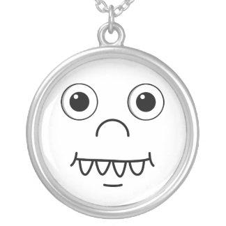 Cara engraçada dos desenhos animados colar com pendente redondo