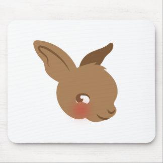 cara marrom do coelho do bebê mousepad