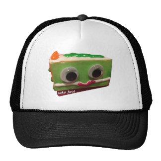cara torrada do bolo da maçã verde com logotipo boné