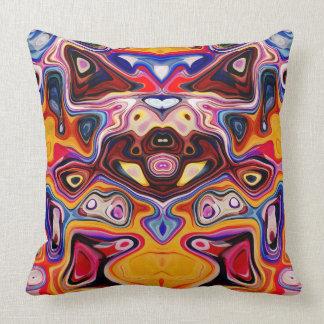 Caras nas formas 7 do abstrato travesseiro