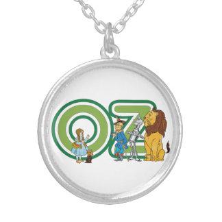 Caráteres de mágico de Oz do vintage e letras do Colar Banhado A Prata