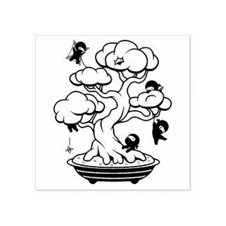 Carimbo De Borracha Ninjas minúsculo na árvore dos bonsais