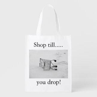 Carrinho de compras com a bolsa de compra reusável sacolas ecológicas para supermercado