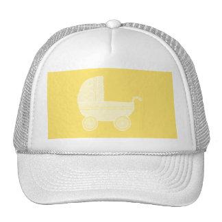 Carrinho de criança amarelo boné