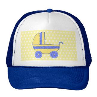 Carrinho de criança amarelo e azul boné