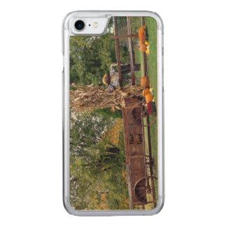 Carro à antiga da fazenda da cena da queda, capa iPhone 7 carved