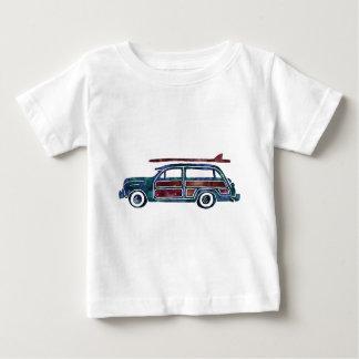 Carro arborizado da carrinha do vintage com camiseta para bebê