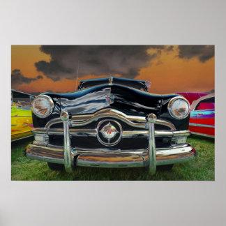 Carro clássico no por do sol poster