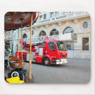 Carro de bombeiros no mercado mouse pad