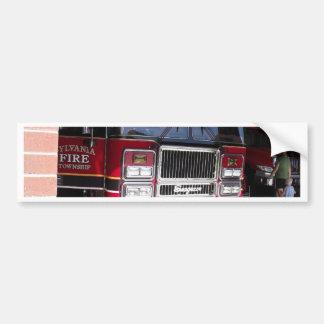 Carro de bombeiros vermelho na garagem adesivo para carro