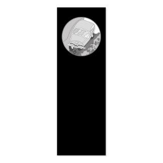 Carro dos desenhos animados na prata no preto cartões de visita
