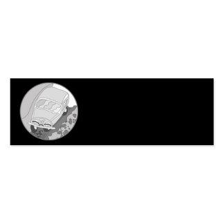 Carro dos desenhos animados na prata no preto cartão de visita skinny
