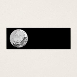 Carro dos desenhos animados na prata no preto cartão de visitas mini