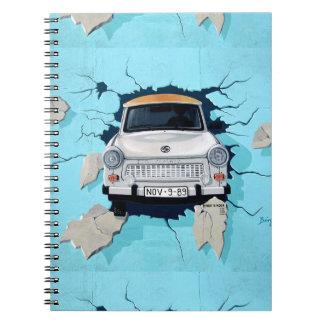 Carro que deixa de funcionar através dos grafites caderno espiral