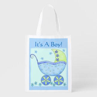 Carruagem do carrinho de bebê azul é um menino sacolas ecológicas