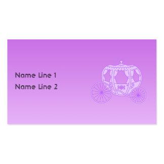Carruagem do conto de fadas no roxo cartão de visita