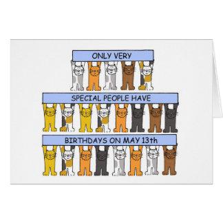 Cartão 13 de maio gatos do aniversário