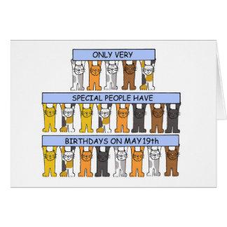Cartão 19 de maio gatos do aniversário