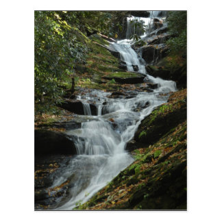 Cartão 2 da foto da cachoeira da montanha de cartão postal