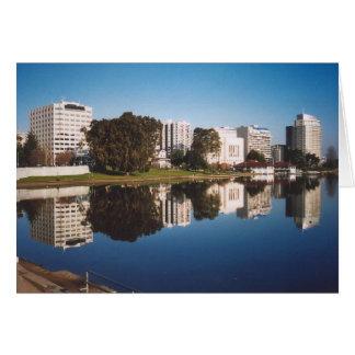Cartão 31. Reflexões de Merritt do lago, Oakland, CA