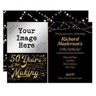 Cartão 50 anos preto & ouro do aniversário do fazer no