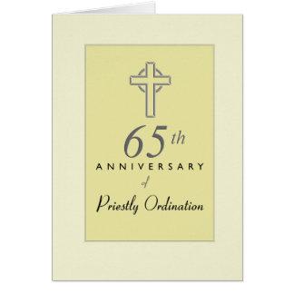 Cartão 65th Aniversário do padre com cruz gravada, com