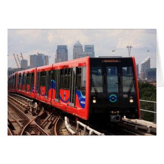 Cartão A006_01: Trem de Londres DLR ao poster de Woolwich