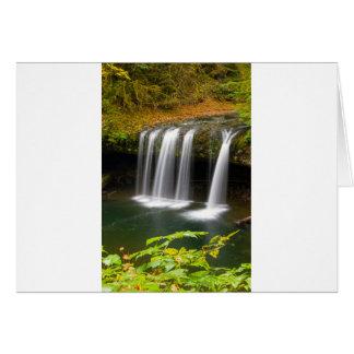 Cartão A angra superior do montículo cai no outono