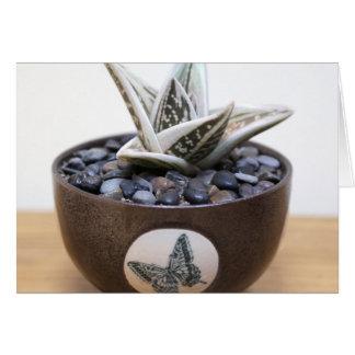 Cartão A borboleta beija Notecard pela planta perfeita