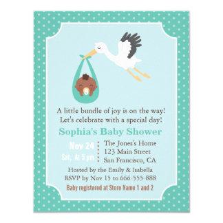 Cartão A cegonha entrega o chá do bebé do afro-americano