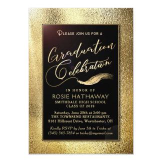 Cartão A celebração dourada da graduação do falso da