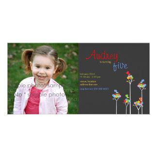 Cartão A cor lunática pontilha aniversário dos miúdos da