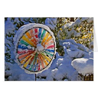 Cartão A cor roda dentro a neve