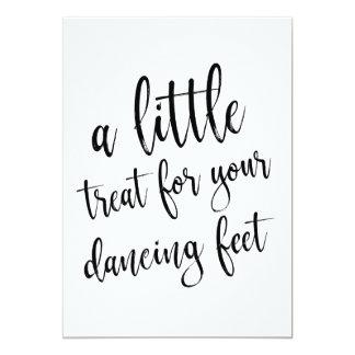 Cartão A dança calça o sinal disponível do casamento da