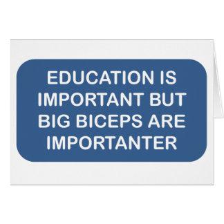 Cartão A educação é importação que os bíceps grandes são