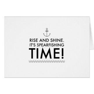 Cartão A elevação e brilha-o é tempo de Spearfishing