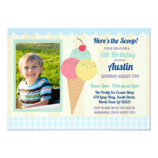 Cartão A festa de aniversário convida o azul da foto do