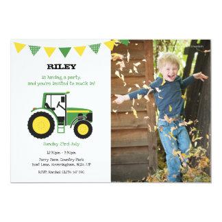 Cartão A festa de aniversário verde do trator convida com