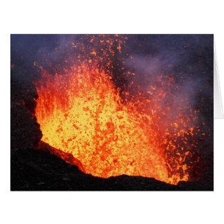 Cartão A fonte da lava quente entra em erupção do vulcão